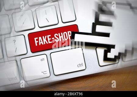 FOTOMONTAGE, Computertaste mit der Aufschrift Fake-Shop - Stock Photo