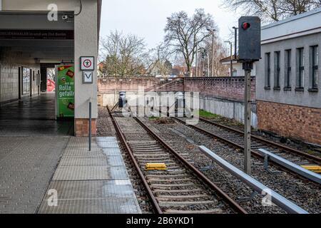 Hönow U-Bahn railway station, Eastern terminus of the U5 rail line in Berlin-Hellersdorf, Germany.   Buffers at end of railway track - Stock Photo
