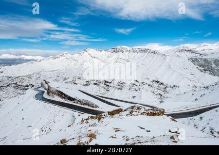 Morocco, Marrakesh-Safi (Marrakesh-Tensift-El Haouz), Al Haouz Province. Winding road through Tizi N'Tichka pass in the Atlas Mountains during winter - Stock Photo
