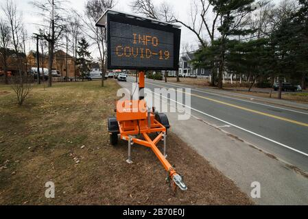 Coronavirus sign, Lexington, Massachusetts, USA – 12 March 2020: Sign on Bedford Street at the entrance to Lexington, Massachusetts.  As of March 12 2020 a small number of Lexington residents are suspected of having the COVID-19 virus.  All public schools have been closed until at least March 27th affecting 7,000 students.   Lexington, population of about 33,000, is a town less than 7 miles northwest of Boston, MA, and is known as the place where the first shot of the American Revolutionary War was fired.   Credit: Chuck Nacke/Alamy Live News - Stock Photo