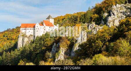 Panorama view on Burg Prunn / Prunn castle. On the right side rock formations. Located in the Altmühltal. Historical stronghold of the lords of Prunn. - Stock Photo