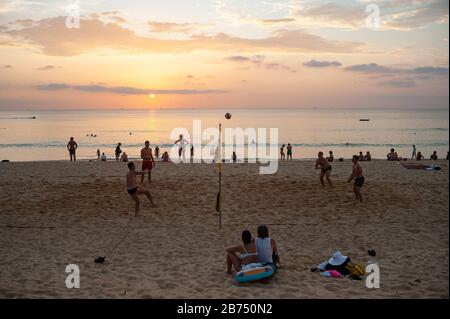 18.11.2019, Phuket, Thailand, Asia - A group of tourists is playing volleyball on Karon Beach at sunset. [automated translation] - Stock Photo