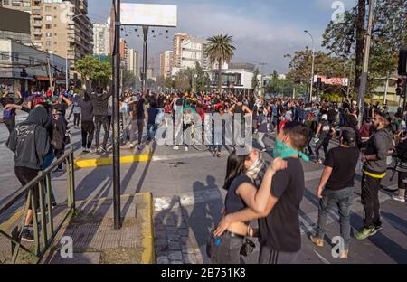 Chile, Santiago, 19.10.2019. Santiago in state of emergency on 19.10.2019. Demonstrators build a roadblock. The violent protests had started after a fare increase of the subway in Santiago. Chile's president Sebastian Piñera then declared a state of emergency on Friday evening. After renewed arson attacks on subway stations, a curfew was imposed in the Chilean capital on Saturday. [automated translation] - Stock Photo