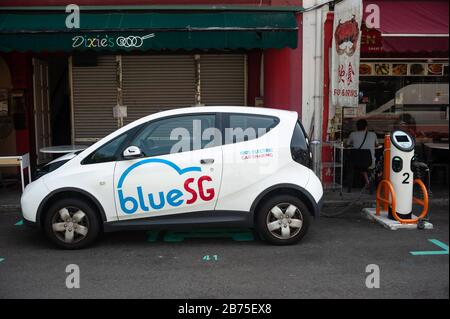 04.04.2018, Singapore, Republic of Singapore, Asia - An electric vehicle from Blue SG will be charged at a charging station in Chinatown. Blue SG is Singapore's first Car-Sharing provider for 100-electric cars with 2000 charging stations in the city. [automated translation]