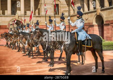 India, New Delhi, 24.03.2018. Trip of the German President and Mrs. Buedenbender to the Republic of India from 21-26.03.2018. Welcome with military honours at the official residence of the President (Rashtrapati Bhavan) of the Republic of India on 24.03.2018. Guard of Honour. [automated translation] - Stock Photo
