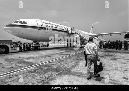India, Chennai, 25.03.2018. Trip of the German President and Mrs. Buedenbender to the Republic of India from 21 to 26.03.2018. Airbus A340, 'Konrad Adenauer', an aircraft of the German Armed Forces Air Force. Back home. [automated translation] - Stock Photo