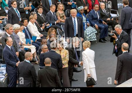 Italy, Taormina, 26.05.2017. G7 summit in the city of Taormina, on the east coast of Sicily on 26.05.2017. Arrival for the concert in the Greek theatre of Taormina. Centre front: Emanuela Gentiloni greets French President Emmanuel Jean-Michel Frederic Macron and Paolo Gentiloni, Prime Minister of the Italian Republic welcomes the wife of French President Brigitte Macron. On the edge present from the left: Jim Yong Kim, President of the World Bank Group, Christine Lagarde, Managing Director of the International Monetary Fund (IMF), Antonio Manuel de Oliveira Guterres, Secretary-General of the - Stock Photo