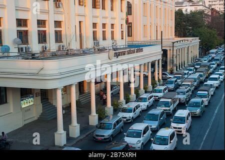 26.01.2017, Yangon, Yangon Region, Republic of the Union of Myanmar, Asia - A view of the daily rush hour traffic along Strand Road in Yangon with the Strand Hotel in the background. [automated translation] - Stock Photo