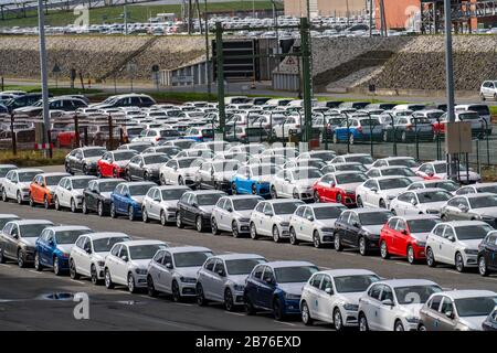 Emden, cars waiting in the port for shipment, VW plant, East Frisia, Lower Saxony, Germany