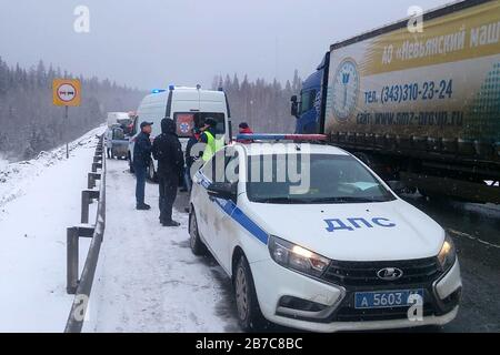 Sverdlovsk, Russia. 15th Mar, 2020. SVERDLOVSK REGION, RUSSIA - MARCH 15, 2020: A police car at the site of a collision between three cars and a commuter bus on Perm-Yekaterinburg Highway. Three people were killed and two injured in the accident. Press Office of the Sverdlovsk Region Branch of the Russian Emergency Situations Ministry/TASS Credit: ITAR-TASS News Agency/Alamy Live News - Stock Photo
