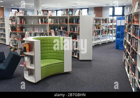16 March 2020, Hessen, Frankfurt/Main: The public library in Saalbau Bornheim is without an audience. The public libraries are initially closed until April 19, 2020. Photo: Arne Dedert/dpa - Stock Photo