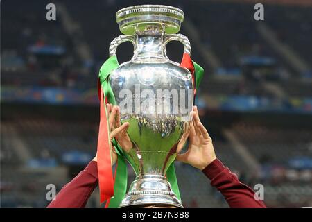 Paris Saint Denis, Stade de France. 10th July, 2016. Themed picture. Because of Corona: UEFA EURO 2020 is postponed to 2021 and is now scheduled to take place from June 11th to July 11th, 2021. Archive photo: trophy, cup, trophy, jubilation, joy, enthusiasm, award ceremony. Final game M51. Portugal (POR) France (FRA) 1-0. on July 10, 2016 in Paris Saint Denis, Stade de France. European Football Championship 2016 in France from 10.06. - 10.07.2016. | usage worldwide Credit: dpa/Alamy Live News