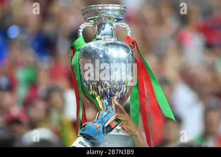 Paris Saint Denis, Stade de France. 10th July, 2016. Themed picture. Because of Corona: UEFA EURO 2020 is postponed to 2021 and is now scheduled to take place from June 11th to July 11th, 2021. Archive photo: Border motif cup, cup, trophy, is worn by goalwarthaenden. Final game M51. Portugal (POR) France (FRA) 1-0. on July 10, 2016 in Paris Saint Denis, Stade de France. European Football Championship 2016 in France from 10.06. - 10.07.2016. | usage worldwide Credit: dpa/Alamy Live News