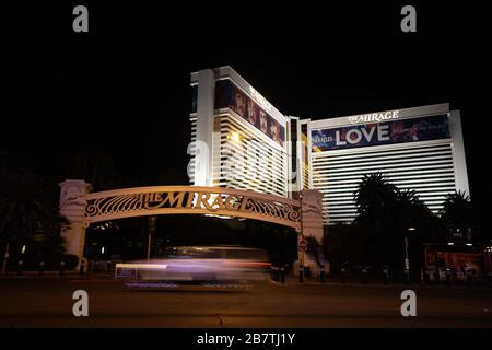 Las Vegas, USA. 16th Mar, 2020. The Mirage Hotel and Casino in Las Vegas is dark and deserted after closure of the hotel was announced on Sunday. Credit: Joel Harris/Alamy Live News. - Stock Photo