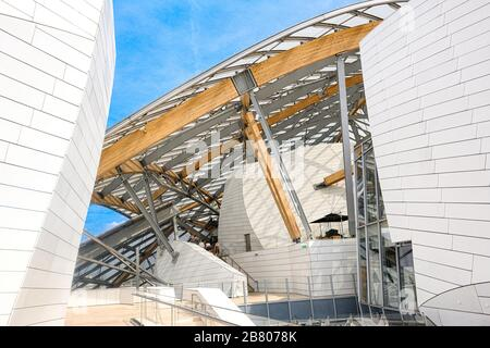 Exterior scenic view of Louis Vuitton Foundation Art Museum Stock Photo