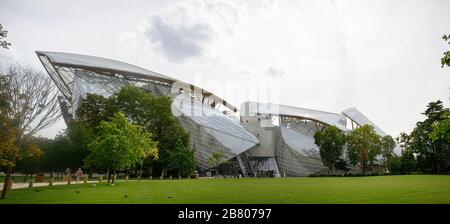 Exterior view of the Louis Vuitton Foundation building Stock Photo