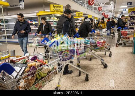 London, UK. 19th Mar, 2020. Panic shopping first thing this morning in a Tesco superstore in South London, UK . People get prepared as London may face a coronavirus lockdown similar to those seen in other European cities. Credit: Jeff Gilbert/Alamy Live News - Stock Photo