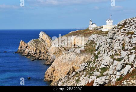 Pointe du Toulinguet lighthouse, Camaret-sur-Mer, Finistère, Brittany, France - Stock Photo