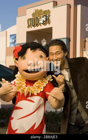 Lake Buena Vista, USA. 09th May, 2011. Actor Daniel Dae Kim, star of the ABC series 'Lost' and currently starring on the new CBS series 'Hawaii Five-0,' poses Dec. 28, 2010 with Lilo from Disney's 'Lilo and Stitch' at Disney's Hollywood Studios in Lake Buena Vista, Fla. Kim, who was born in South Korea and grew up in New York and Pennsylvania, currently lives in Hawaii. Credit: Storms Media Group/Alamy Live News - Stock Photo