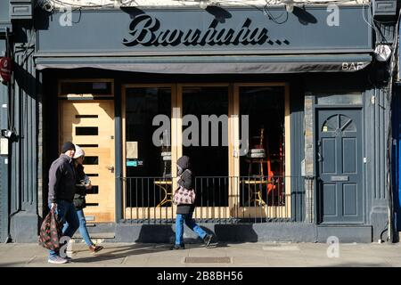 Green Lanes, London, UK. 21st March 2020. Coronavirus: Nearly deserted streets and all restaurants and cafes are closed in the Turkish area of Green Lanes in Haringey. Credit: Matthew Chattle/Alamy Live News - Stock Photo