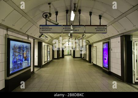 London, UK. 21st March 2020. Oxford Circus underground empty on 21 March 2020, UK. Credit: Picture Capital/Alamy Live News - Stock Photo
