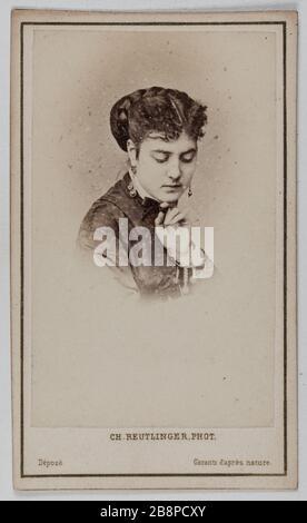 Portrait of Delphine Lissy or Lizy (actress) Portrait de Delphine de Lissy ou Lizy, actrice. 1860-1890. Carte de visite (recto). Tirage sur papier albuminé. Photographie de Charles Reutlinger (1816-1880). Paris, musée Carnavalet.