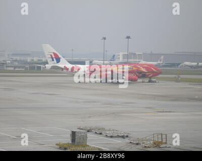 'English: Malaysia Airlines Boeing 747-400 - 9M-MPD in special Hibiscus livery; 29 November 2006 (original upload date); Transferred from en.wikipedia to Commons by Common Good using CommonsHelper.; Andrew9M-MPD at English Wikipedia; ' - Stock Photo