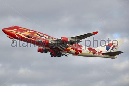 'English: Malaysia Airlines Boeing 747-400 (9M-MPD) taking off from London Heathrow Airport, England.; 30 December 2006; Own work; Adrian Pingstone (Arpingstone); ' - Stock Photo