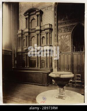 CHAPEL FONTS WITH THE TANK baptismal THE FIFTEENTH CENTURY AND MODEL WOOD CARVED BY THE FRONT Hansy, CHURCH OF SAINT-GERVAIS-ST PROTAIS, 4TH DISTRICT, PARIS La chapelle des fonts avec la cuve baptismale du XVe siècle et modèle en bois de la façade sculptée par Hansy, église Saint-Gervais-Saint-Protais, Paris (IVème arr.), 1904. Photographie d'Eugène Atget (1857-1927). Paris, musée Carnavalet. - Stock Photo