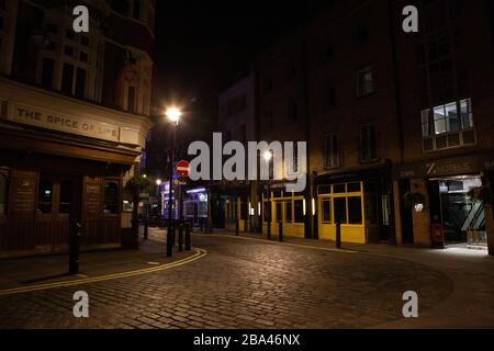 London, UK: the West End is deserted in the evening during the covid-19 lockdown. Pubs and restaurants on Moor Street, in the heart of Soho, are shuttered and will remain closed until government restrictions are lifted. Anna Watson/Alamy Live News - Stock Photo