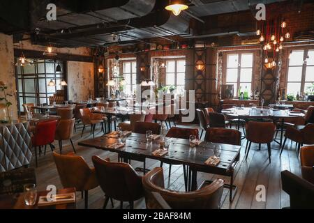 Moscow, Russia. 27th Mar, 2020. MOSCOW, RUSSIA - MARCH 27, 2020: An empty Fahrenheit restaurant located at Tverskoi Boulevard during the ongoing COVID-19 pandemic. According to a decree by Moscow Mayor Sergei Sobyanin, from 28 March to 5 April 2020, all restaurants, cafes, bars, and other eating establishments must shut down, except for delivery and take-away services with no customers visiting their premises. Mikhail Tereshchenko/TASS Credit: ITAR-TASS News Agency/Alamy Live News - Stock Photo