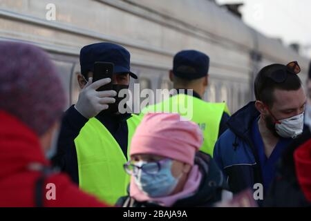 MOSCOW, RUSSIA - MARCH 28, 2020: People in face masks are seen at Moscow's Kiyevsky Railway Station after the arrival of a special train which took Russian citizens from Kiev, Ukraine. Russia and Ukraine have agreed a deal to briefly resume train connection between the two countries to repatriate their citizens in connection with the pandemic of the novel coronavirus (COVID-19). The special train with Russian citizens left Kiev on 27 March. On its return journey, the train will take Ukrainian citizens to Kiev. Vladimir Gerdo/TASS - Stock Photo