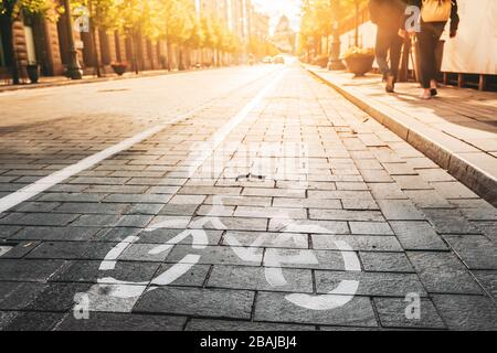 Bycycle Road Sign, Road Marking Of Bicycle Path Along Avenue Or Street In City In A Sunny Morning Or Evening At Sunset Or Sunrise. Concept Of Cycling - Stock Photo