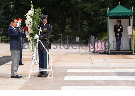 'Korean Veterans Association Chairman Cho Nam Poong lays a wreath at the Tomb of the Unknown Soldier in Arlington National Cemetery, Sept. 2, 2015, in Arlington, Va. Dignitaries from all over the world pay respects to those buried at Arlington National Cemetery in more than 3000 ceremonies each year. (U.S. Army photo by Rachel Larue/Released); 2 September 2015, 10:19; Korean Veterans Association Chairman lays a wreath at the Tomb of the Unknown Soldier at Arlington National Cemetery; Arlington National Cemetery; ' - Stock Photo
