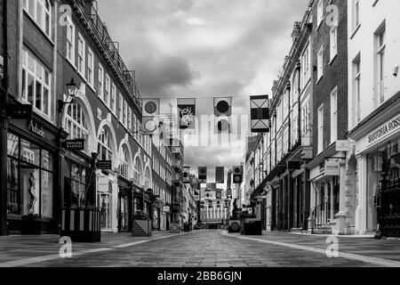 London, UK, 28th March 2020. London'sSouth Molton Street, the heart of London's retail business, shut down as a result of the government's drive to curb thespead of Covid 19. South Molton Street contains many women's fashion and jewellery stores. Photo by Mike Abrahams / Alamy - Stock Photo