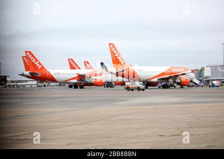 Luton, UK. 30th Mar, 2020. Day Six of Lockdown in the UK. easyJet planes grounded at Luton Airport. The country is on lockdown due to the COVID-19 Coronavirus pandemic. People are not allowed to leave home except for minimal food shopping, medical treatment, exercise - once a day, and essential work. COVID-19 Coronavirus lockdown, Luton, Bedfordshire, UK, on March 30, 2020 Credit: Paul Marriott/Alamy Live News