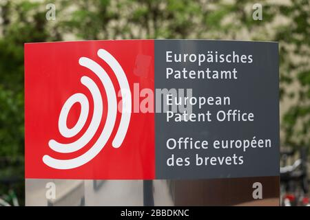Signpost at the entrance of the European Patent Office headquarters in Munich (EPO). In 2018 the EPO received around 174.000 applications.