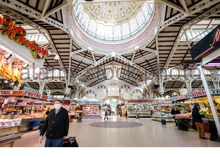 Valencia, Spain; 1st apr 2020: People shopping at Valencia's Central Market, the city's largest fresh produce market, during the coronavirus pandemic Credit: Media+Media/Alamy Live News - Stock Photo