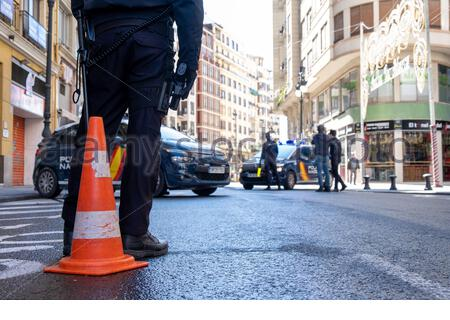Valencia, Spain; 1st apr 2020: National Police conducting traffic checks to ensure that the state of alarm imposed by the Government during the coronavirus pandemic is respected Credit: Media+Media/Alamy Live News - Stock Photo