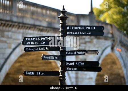 Thames Path signpost, Richmond Riverside, Richmond, London, UK - Stock Photo