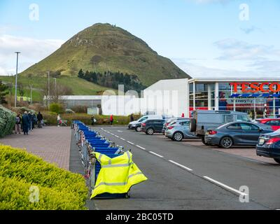 North Berwick, East Lothian, Scotland, United Kingdom. 2nd April 2020. Covid-19 Lockdown: shoppers queue at safe social distancing at Tesco supermarket during the Coronavirus pandemic - Stock Photo