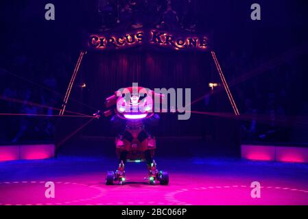 Clown Bilby as robot car at the first winter premiere of the Circus Krone in Munich. [automated translation] - Stock Photo