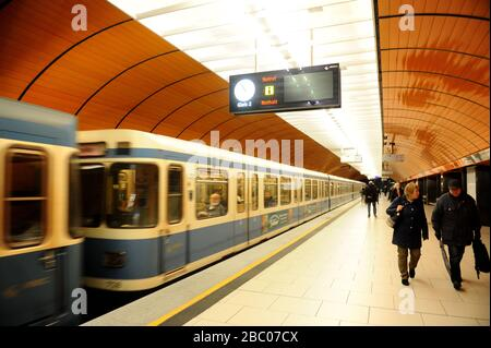 Effects of the corona virus: the tunnels and corridors of the Munich subway are almost empty. [automated translation]