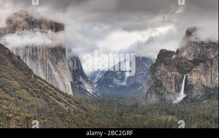 Panoramic view of Yosemite Valley from Tunnel View in Yosemite National Park Stock Photo