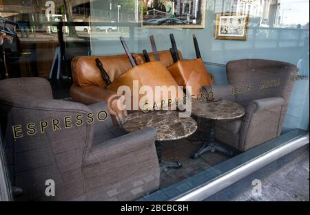 London, UK. 3rd Apr, 2020. Photo taken on April 3, 2020 shows a closed cafe in London, Britain. The number of confirmed cases of COVID-19 in Britain reached 38,168 as of Friday morning, an increase of 4,450 in 24 hours, according to the lastest figure from the Department of Health and Social Care. Credit: Han Yan/Xinhua/Alamy Live News - Stock Photo