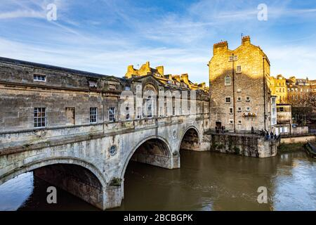One of Bath's most famous sites, the historic Pulteney Bridge by Robert Adams, over the River Avon. Bath, Somerset, England, UK - Stock Photo