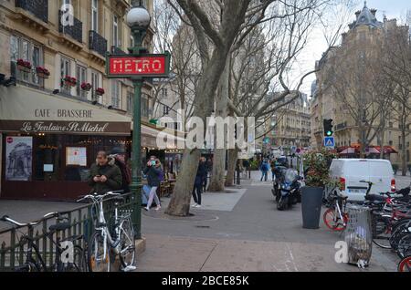 Paris, die Hauptstadt Frankreichs: Eine Metro-Station