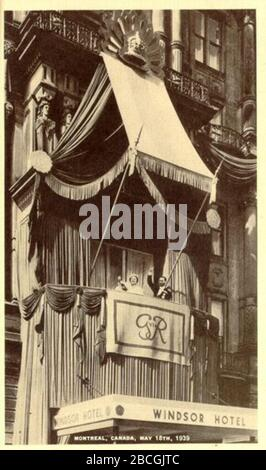 'English: Postcard of King George VI and Queen Elizabeth on the balcony at the Windsor Hotel in Montreal, Quebec during the 1939 cross-Canada Royal tour.Français : Carte postale du roi George VI et de la reine Elizabeth apparaissant sur le balcon de l'hôtel Windsor à Montréal, Québec, lors de leur tournée royale du Canada en 1939.; 18 May 1939; This image is available from Bibliothèque et Archives nationales du Québec under the reference number P547,S1,SS1,SSS1,D002,P2539RThis tag does not indicate the copyright status of the attached work. A normal copyright tag is still required. See Commons - Stock Photo