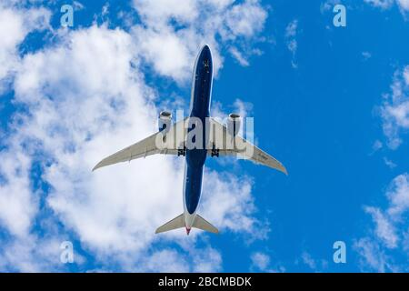 British Airways Boeing 787 Dreamliner preparing to land at Norman Y. Mineta San Jose International Airport after a direct long-haul flight from London - Stock Photo