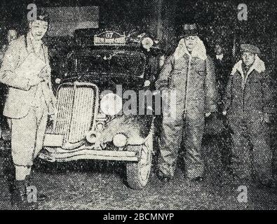 'Français : Rallye Monte Carlo 1934, le suédois Glerum ici à Bruxelles. English: Entry #67 at the 1934 Rallye Monte Carlo is a Ford driven by P. J. Glerum, having started in Tallinn,[1] this is then in Bruxelles?; 16 October 2017; L'Auto-vélo, 25 janvier 1934; L'Auto-vélo; ' - Stock Photo